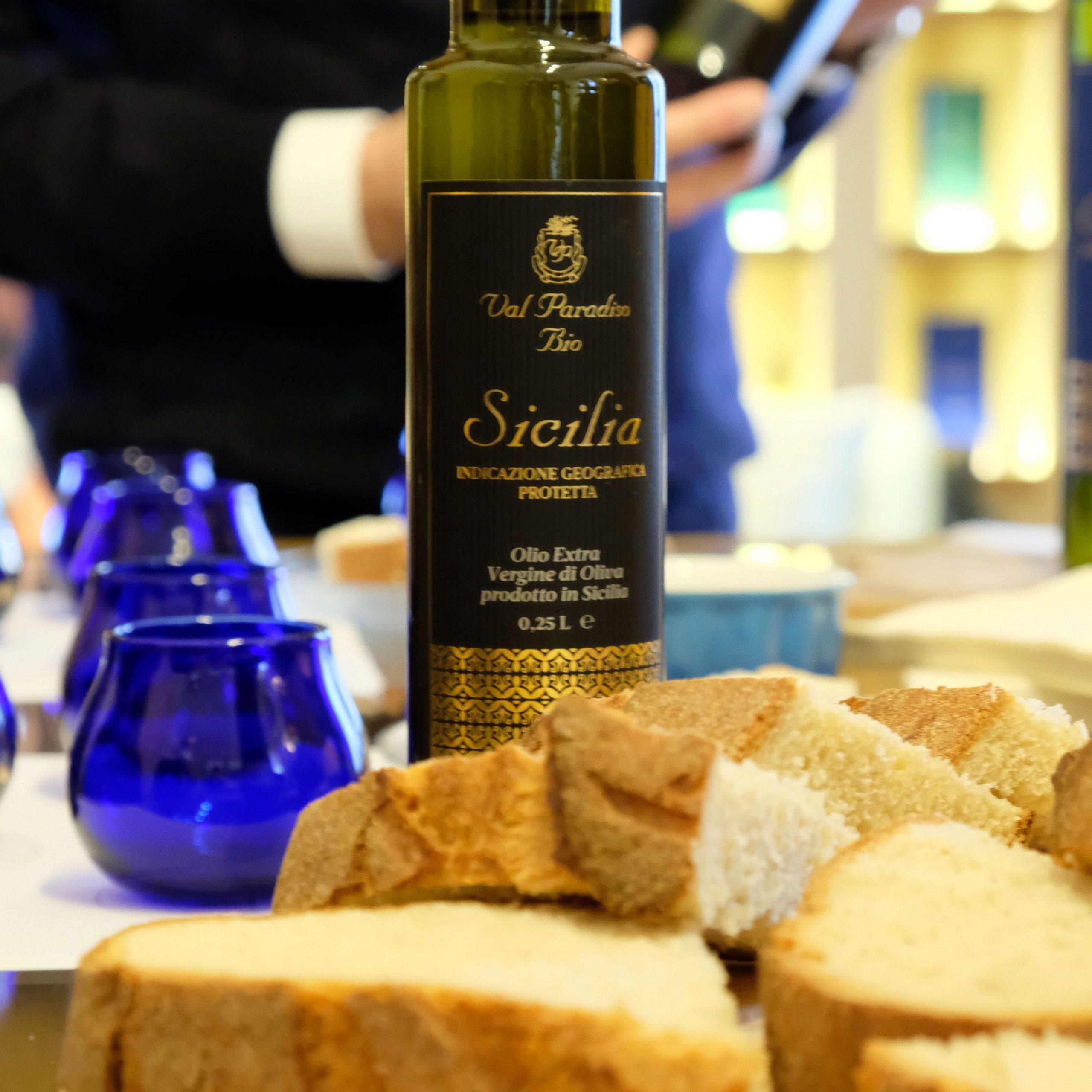 pane fresco siciliano e olio di sicilia